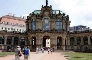 De grootste ingang van het Zwinger.