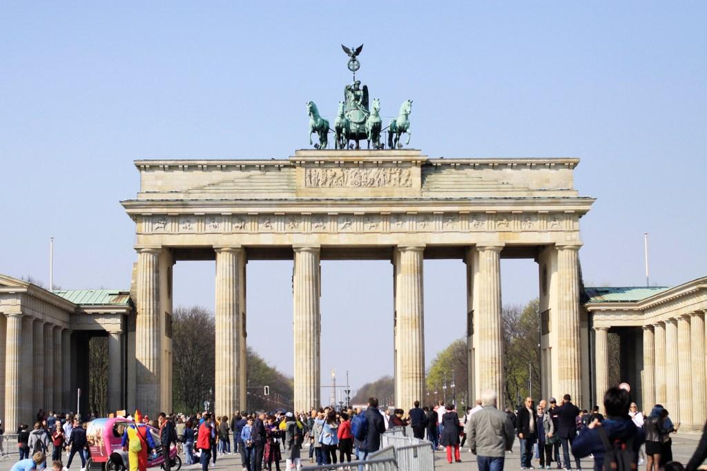 Bij de Brandenburger Tor is het altijd druk