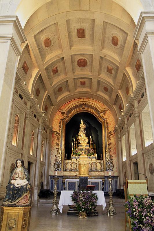In een van de vele kerkjes