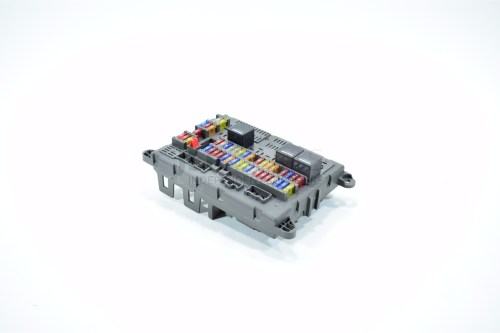 small resolution of genuine land rover freelander 1 new fuse box assembly yqe500150