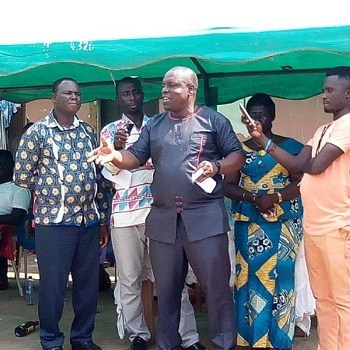 Jomoro MCE tours communities to acquaint himself with problems, 1