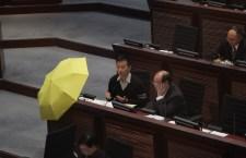 人民大量陳志全要求報告附帶黃色雨傘。 (馬卓爾攝)