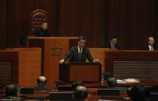 梁振英出席答問大會,面對多位議員就其批評港大學生會刊物「學苑」的質詢。
