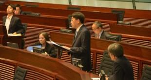 食物及衛生局局長高永文表示,政府會監察非本地孕婦使用本地產科的情況。(林曉晴攝)