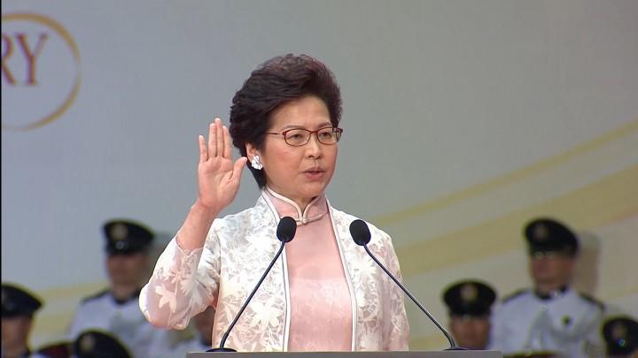 行政長官林鄭月娥發表就職演說,表示會竭盡所能執行「一國兩制」和維護《基本法》。(影片截圖)