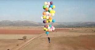 英國探險家Tom Morgan製造出一張「氣球椅」,並用這張「氣球椅」飛越南非。(The Adventurists 專頁圖片)