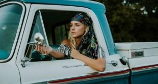 研究顯示女性在駕駛方面更精通。(網上圖片)