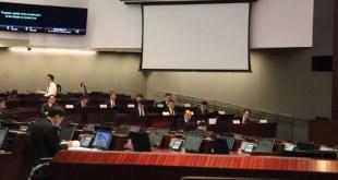 會議通過3項對港鐵於10月16日四線故障事故的動議。(范顥欣攝)
