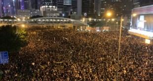200萬人上街反修例 民眾堅決不撤不散