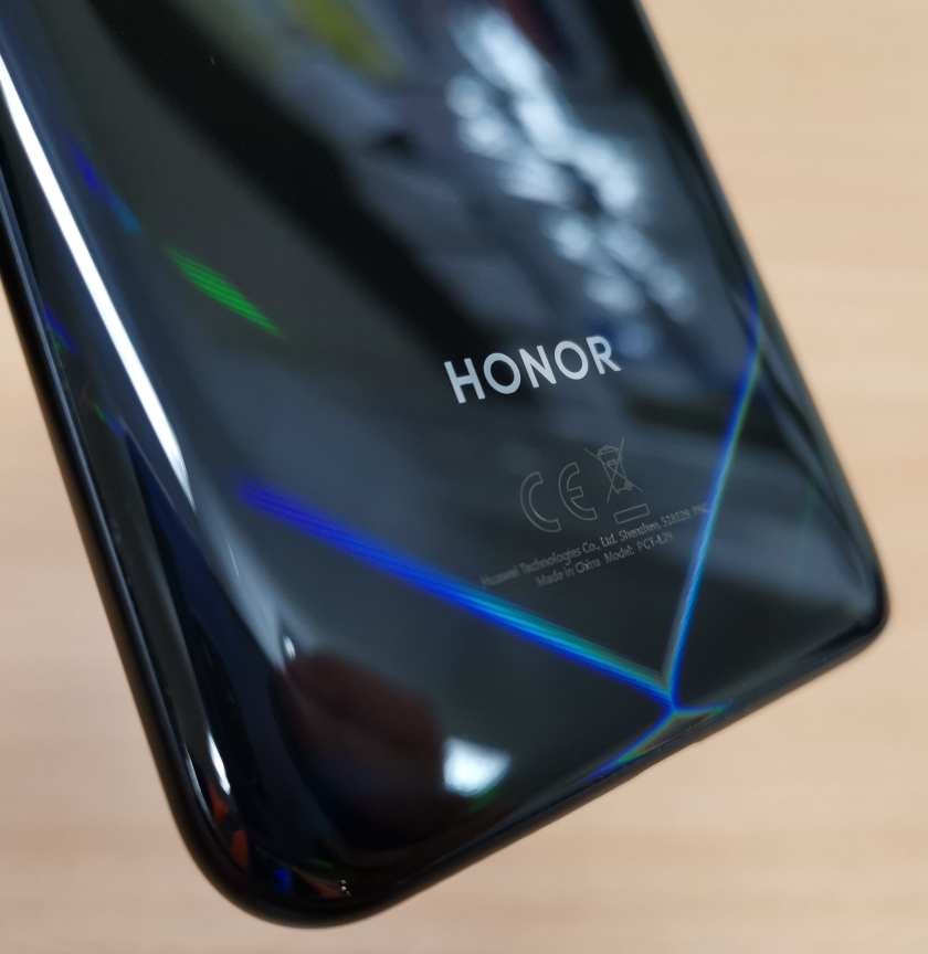 Honor View 20 rear with V design