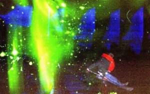 Una de las pocas fotos que existen del naufragio. La hizo Michael Öun con una cámara compacta que tenía en el bolsillo y que usó disparando el flash para señalizar su posición a barcos y helicópteros que acudían en su ayuda. (Foto: Michael Öun)- Pulsar para ampliar -