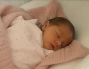 Princesa Leonore Lilian María tras nacer en Nueva York. (Foto: Princesa Magdalena / Kungahuset.se) - Pulsar para ampliar -