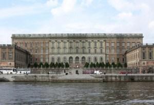 El Castillo Real (Kungliga slottet) de Estocolmo, llamado «Stockholms slott» (Castillo de Estocolmo), es un castillo y no un palacio, aunque en inglés sea «royal palace» (Foto: Wikimedia)