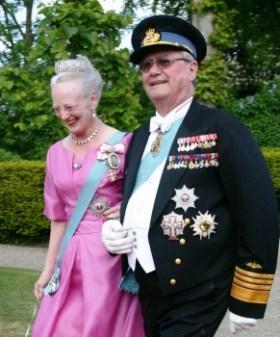 El príncipe consorte Henrik de Monpezat y su esposa la reina Margarita II de Dinamarca a su llegada a la iglesia de Møgeltønder (Foto © M.Mielgo - JM Noticias)
