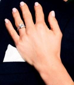 El nuevo anillo de compromiso de la princesa Magdalena de Suecia es un diamante valorado entre 116 y 232 mil Euros. (Foto: Kungahuset.se)