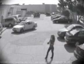 Mujer, no le quites la plaza de aparcamiento a un hombre (Foto: captura vídeo)