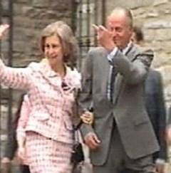 El rey Juan Carlos envía un saludo muy adecuado a los radicales que le increpaban. (Foto: captura vídeo)