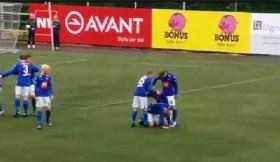Los jugadores les dio por hacer un inodoro humano para celebrar haber marcado un gol. (Foto: vídeo)