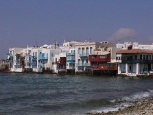 Las casas colgadas de Mikonos. (Foto: © JMM - JM Noticias) - PULSAR PARA AMPLIAR -