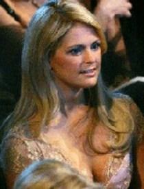 El polémico escote que lució la princesa Magdalena de Suecia durante la fiesta en Oslo. (Foto: agencias)