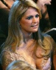 El polémico escote de la princesa Magdalena de Suecia durante la fiesta en Oslo. (Foto: Captura de TV)