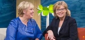 La médico de cabecera Gunilla Hasselgren y la directora del programa Suzanne Axell. (Foto: captura SVT)
