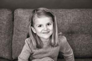 Estelle de Suecia es clavada a su madre la princesa Victoria. (Foto: Anna-Lena Ahlström / Kungahuset.se)