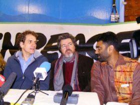 Juantxo, en medio de dos de sus colegas, atiende a los preguntas de la Prensa (Foto: MM - ©JMNoticias)