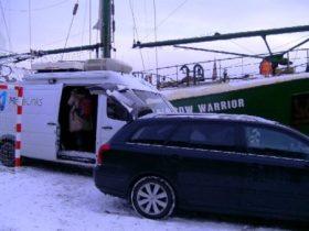 La lanzadera sueca para emitir hacia España estaba aparcada delante de una duna de nieve y desde ahí se controlaba las señales que se enviaban al satélite. (Foto: MM - ©JMNoticias)