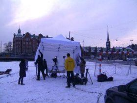 El helado viento del Este levanta la carpa y si no la agarran sale volando. (Foto: MM - ©JMNoticias)