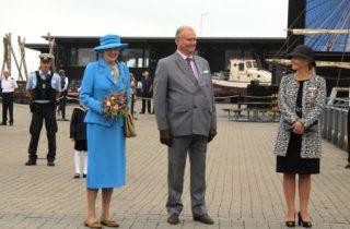 La reina Margarita y su marido el príncipe Henrik juntos en la visita oficial a Ebeltof, en el norte de Jutlandia, en septiembre del 2015. (Foto © M.Mielgo - JM Noticias)