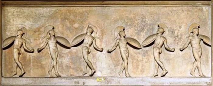 47a. La Pyrrhique (Grèce), danse en armure. Bas-relief du Vatican
