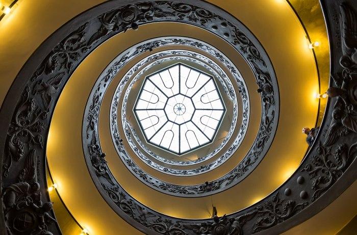 58a. Escalier Musée du Vatican (1932) Giuseppe Momo d'après Bramante