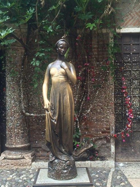 65c. Statue de Juliette à Vérone