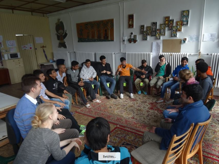 """Before starting various activities planned on cultural topics, the volunteers """"wake up"""" the guys with some rythmical game"""