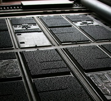 Printing plates from an old printing press. Foto by Tom Garnett. CC. 2.0