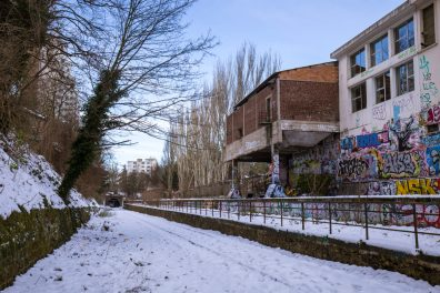 La Petite Ceinture et les anciens abattoirs de Vaugirard sous la neige