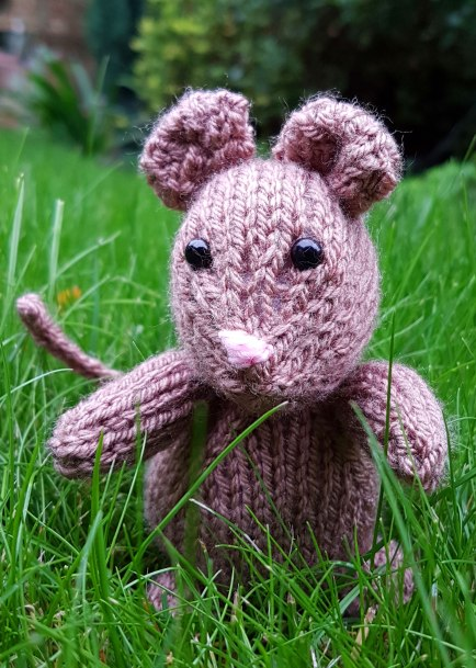 Free Knitting Pattern - Freddie the Field Mouse