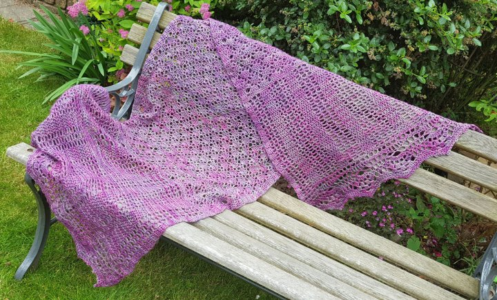 Lucy's Lucky Shells - Crochet shawl pattern | Jo-Creates