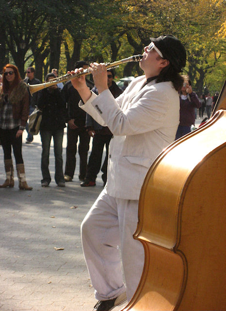 Photo of jazz clarinetist in Central Park taken by Joana Miranda