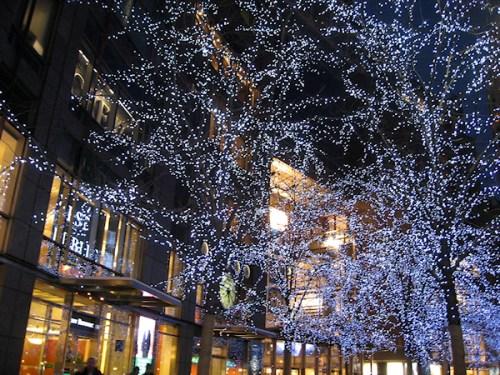 Blue tree lights at Columbus Circle, photo taken by Joana Miranda