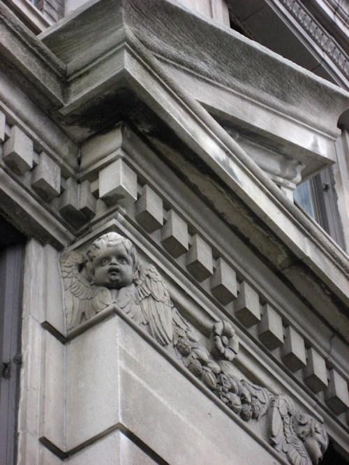 Photo of angel on building frieze, taken by Joana Miranda