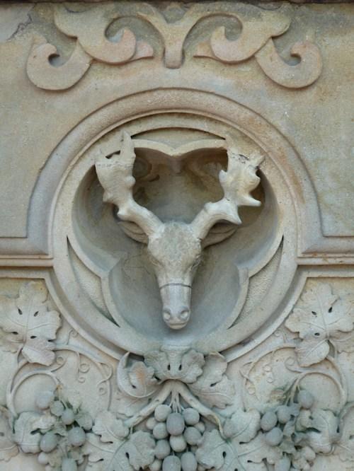 Photo of stone deer at Bethesda Fountain, taken by Joana Miranda
