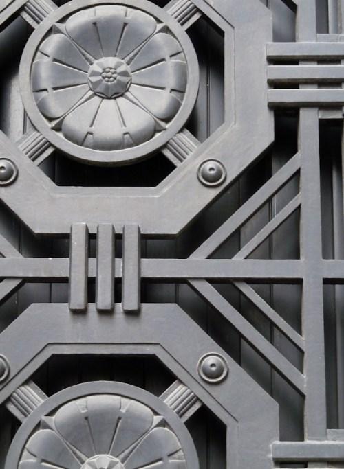 Photo of iron rosettes on Wall Street doorway, taken by Joana Miranda