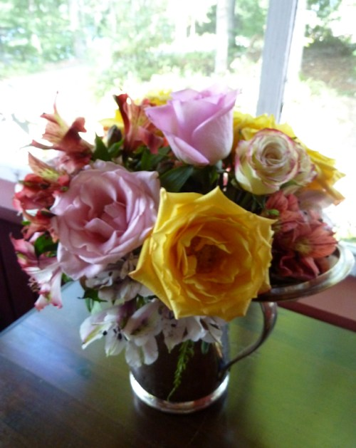 Photo of full-blown roses and freesia, taken by Joana Miranda