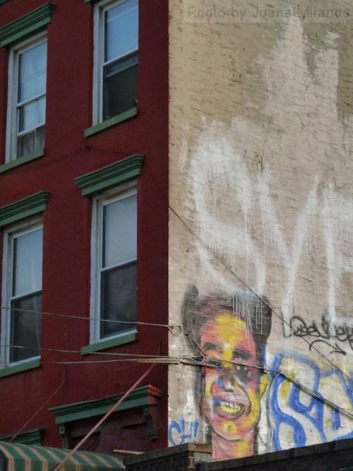 Photo of graffiti face on apartment wall in Brooklyn, taken by Joana Miranda