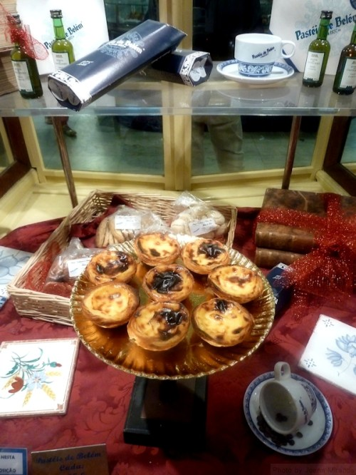 display window at the Unica Fabrica dos Pasteis de Belem