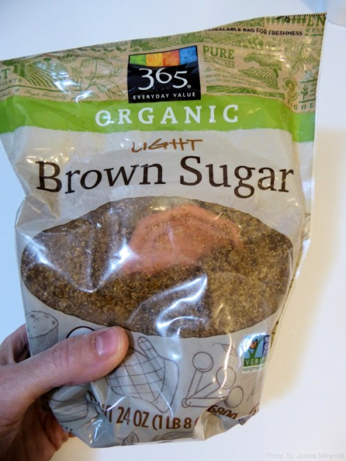 Photo of moist brown sugar with Brown Sugar Saver