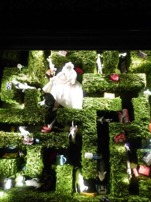 2016-bergdorf-goodman-holiday-maze-window
