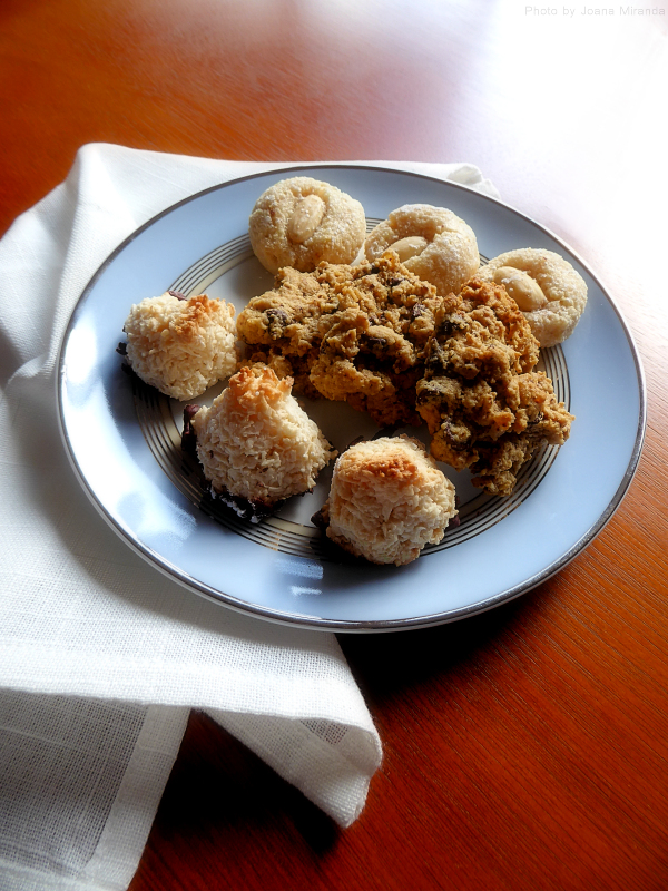 Photo of plate of assorted homemade cookies by Joana Miranda